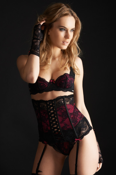 lingerie millesia s duction soutien gorge string serre taille et mitaines noir fushia. Black Bedroom Furniture Sets. Home Design Ideas